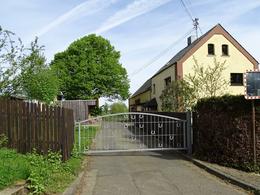 Idyllisches Anwesen mit Reitplatz, Ställen und Koppel